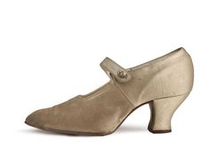 Shoe-Icons / Shoes / Evening gold lame shoes with buttoned strap over the instep, c. 1912-1915.