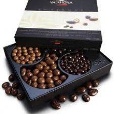 Valrhona has been creating exceptional gourmet chocolate since with cocoa beans purchased directly from premier plantations in South America, the Caribbean, and Pacific regions. The chocolate, made in the French style, comes in a variety of bars. Chocolate World, Chocolate Sweets, Chocolate Box, Tea Box, Box Packaging, Box Design, Easter Baskets, Cocoa, Decorative Boxes