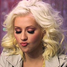 Christina Aguilera, The Voice. This is such an awesome face <3 Hehe I love her so much, she looks really pretty!!!