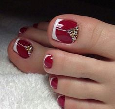 French pedicure designs toes beautiful Ideas for 2019 Pretty Toe Nails, Cute Toe Nails, Fancy Nails, Trendy Nails, Pedicure Nail Designs, Pedicure Nail Art, Toe Nail Designs, Pedicure Ideas, Red Pedicure