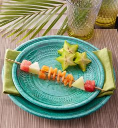 Great creative with some fruity place cards! Melon + alphabet cookie cutters + skewers #DIY