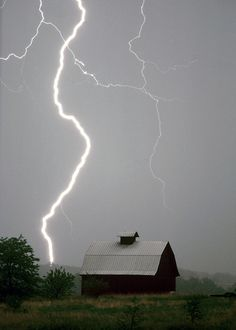 Science Discover I love a good Thunderstorms lightning beauty of Nature Image Nature All Nature Amazing Nature Tornados Thunderstorms Country Barns Old Barns Mother Earth Mother Nature Image Nature, All Nature, Amazing Nature, Tornados, Thunderstorms, Country Barns, Old Barns, Mother Earth, Mother Nature