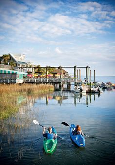 Discover century-old lighthouses, dockside restaurants, and charming cottages in the quaint town of Tybee Island.
