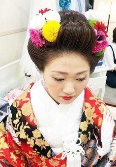 素敵なご婚礼担当させて頂きました(^O^)/ 和装二点に洋装2点 洋髪は新日本髪を結わせて頂きました 新日本髪に生花 とっても綺麗でした♡ 白無垢は綿帽子で可愛らしく。 お色直し、...