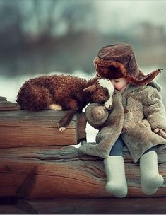 15 Adorable Photos Of Children And Animals Cuddling So Cute Baby, Cute Kids, Animals For Kids, Animals And Pets, Baby Animals, Cute Animals, Nature Animals, Beautiful Creatures, Animals Beautiful