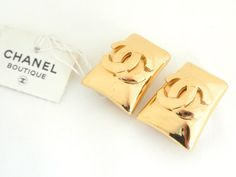 Vintage CHANEL CC Logo Trapezoid Earrings  #vintageCHANEL #CHANEL #vintageCHANELearrings #vintageCCearrings