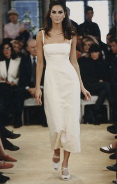 Prada Spring/Summer 1992 Womenswear fashion show. Visit the official website to watch the video, run through the looks and the showspace pictures. Minimal Fashion, Retro Fashion, High Fashion, Fashion Show, Vintage Fashion, Fashion Design, Nineties Fashion, Prada Dress, Fancy Gowns