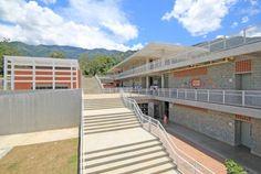 Colegio Bicentenario / Campuzano Arquitectos