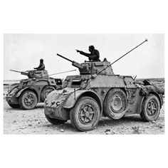 Crewmen of two italian armoured cars are exchanging information. WWII - pin by Paolo Marzioli Truck Transport, Italian Army, Afrika Korps, War Thunder, Ww2 Photos, Ww2 Tanks, Armored Vehicles, War Machine, North Africa