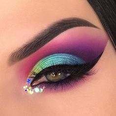 WEBSTA @ swayzemorgan - I love the way these colors contrast against each other!  (Inspired by @ewalkk)Products used:⭐️ @anastasiabeverlyhills dipbrow pomade in Granite⭐️ @juviasplace The Zulu palette (10% off with code SWAYZEMORGAN)⭐️ @urbandecaycosmetics electric palette⭐️ @eyeko