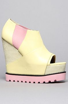 The Vega Shoe in Yellow by Senso Diffusion