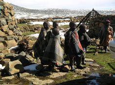 Drakensbergen: four-wheel-drive naar Lesotho - reisrelaas. World Poverty, Four Wheel Drive, South Africa, Wanderlust, Mountain, Faces, African, Tours, People