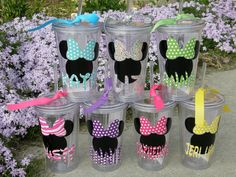 Disney Inspired Minnie Mouse or Mickey Mouse Tumblers / Cups Would be awesome as a little gift on the road trip to Florida! Minnie Birthday, 2nd Birthday Parties, Minnie Y Mickey Mouse, Mickey Clubhouse, Disney Bachelorette, Disney Cups, Disney Classroom, Vinyl Crafts, Vinyl Projects
