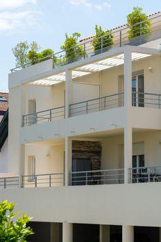 Les Terrasses de Baïa- Bayonne (64)   © Ecliptique / Laurent Thion Aquitaine, Laurent, Mansions, House Styles, Home Decor, Terraces, Decoration Home, Room Decor, Villas