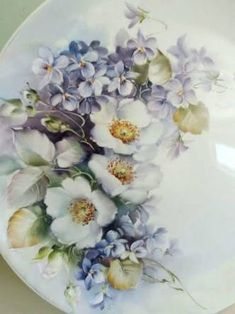 Image result for Esther Batista China Painting, Ceramic Painting, Porcelain Ceramics, Painted Porcelain, Hand Painted Plates, Decoupage Vintage, Arte Floral, China Patterns, Pictures To Paint