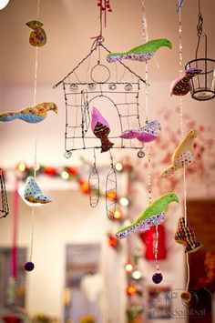 Birds and cages Mobiles, Origami, Diy Arts And Crafts, Crafts For Kids, Art Projects, Projects To Try, Sewing Projects, Bird Mobile, Suncatcher