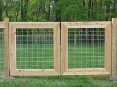 9 Fantastic Tips: Modern Fence Small rural pool fence.Lattice Fence Wedding rustic fence how to build. Hog Wire Fence, Pallet Fence, Farm Fence, Diy Fence, Fence Landscaping, Fence Ideas, Gate Ideas, Farm Gate, Fence Gates
