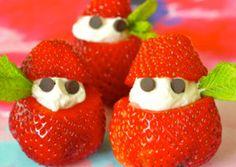Skær jordbæret op og tag lidt indhold ud. Put lækker vanillecreme indeni Brug små chokoladestykker til øjne Vupti! Du har de sødeste små dessertnisser