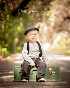 One year old birthday photography ideas. One year old birthday photography ideas. Toddler Photos, Baby Boy Photos, Boy Pictures, Vintage Pictures, Toddler Photography, Newborn Photography, Family Photography, Photography Ideas, Vintage Photography