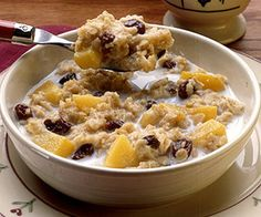 Fruity Oatmeal Make your breakfast oatmeal even more satisfying by adding fruit and cinnamon as it cooks. Heathy Breakfast, Delicious Breakfast Recipes, Breakfast Dishes, Breakfast Ideas, Low Sodium Snacks, No Sodium Foods, Low Sodium Recipes, Best Oatmeal Recipe, Healthy Oatmeal Recipes