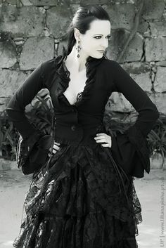 la-chatte-noire:  mmm lovely clothes and pointed ears <3