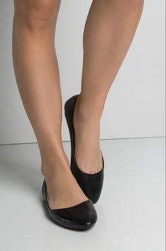 Ballerina Shoes, Ballet Flats, Black Leather Flats, Pretty Black, Girls Wear, Cute Shoes, Stockings, Pumps, Legs