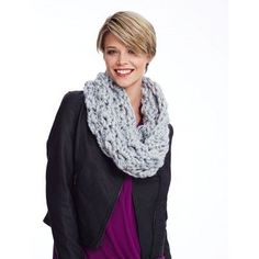 Free Crochet Cowl Pattern--DIY holiday gift. Big Clusters Cowl--Quick and cozy crochet cluster cowl.