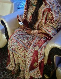 Bridal Mehndi Dresses, Indian Bridal Outfits, Bridal Dress Design, Pakistani Bridal Dresses, Pakistani Wedding Dresses, Dulhan Dress, Nikkah Dress, Glamorous Outfits, Beautiful Outfits
