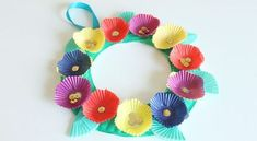 Make a bright and colourful wreath with a paper plate, cupcake liners and shiny buttons or sequins. Cupcake Paper Crafts, Paper Plate Crafts For Kids, Mothers Day Crafts For Kids, Easter Crafts For Kids, Craft Activities For Kids, Craft Ideas, Cupcake Liner Flowers, Cupcake Liners, Bunny Crafts