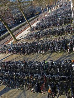 Tilburg, The Netherlands by @Carlos Navarro García M.N.G. Amaral fietsenstalling bij het station in de spoorlaan.