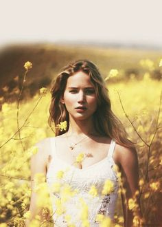 summer flowers The Hunger Games katniss everdeen jennifer lawrence sunshine spring nyc-spring Pretty People, Beautiful People, Beautiful Women, Stunningly Beautiful, Amazing People, Beautiful Pictures, Hunger Games, Girl Crushes, Famous Faces