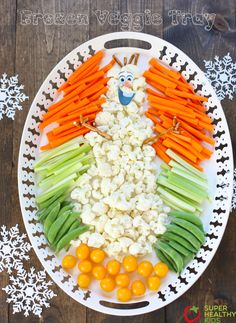 Frozen Party Veggie Tray - Super Healthy Kids This cute Frozen theme veggie tray is sure to be a hit at your next event! Frozen Birthday Party, Frozen Party Food, Olaf Party, 4th Birthday, Frozen Themed Snacks, Snowman Party, Kinder Party Snacks, Christmas Veggie Tray, Veggie Platters
