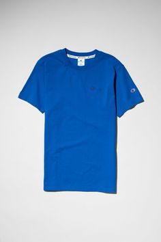 The Flex T-shirt by Champion is a timeless piece in an oversized cut. The classic brand s logo embroidered at the front adds style to its effortless design