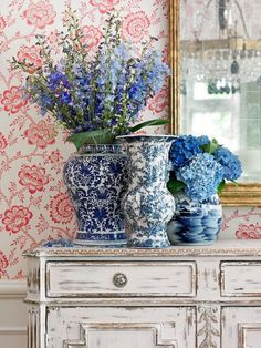 All of a sudden I'm loving old fashioned wallpapers again. Designer Lillian August's North Carolina home.