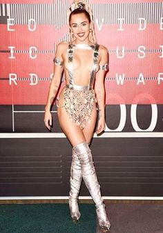 See what Miley Cyrus, Taylor Swift and more wore to the MTV Video Music Awards. Hannah Montana, Miley Cyrus 2015, Miley Cyrus Dress, Miley Cyrus Style, Mtv Video Music Award, Music Awards, Mtv Music, Celebrity Outfits, Celebrity Look