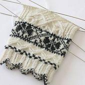 Old Runö Gloves   <   Free pattern   /   RAV