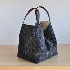 Louis Vuitton Monogram Empreinte Leather Pochette Metis Handbag Article: Made in France – The Fashion Mart Straw Handbags, Gucci Handbags, Tote Handbags, Diy Tote Bag, Tote Bags, Diy Sac, Diy Handbag, Bag Patterns To Sew, Fabric Bags