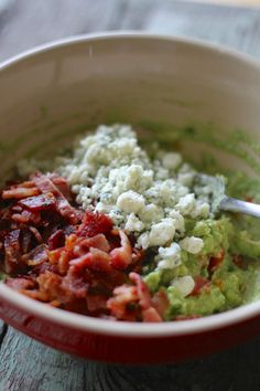 Buffalo Blue Cheese Guacamole with Bacon. Since I'm not a blue cheese person I'd add cheddar Yummy Appetizers, Appetizer Recipes, Dinner Recipes, I Love Food, Good Food, Yummy Food, Yummy Yummy, Avocado Recipes, Healthy Recipes