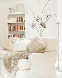 Die schönsten Wohn- und Dekoideen aus dem November | SoLebIch.de - Foto von Mitglied honeywater #solebich #interior #einrichtung #inneneinrichtung #deko #decor #couch #sofa #livingroom #wohnzimmer #blanket #decke #kissen #cushion #pillow #stehleuchte #dekozweig