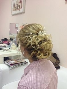 Short hairstyles with curls for the wedding