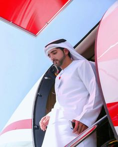 Prince Crown, Royal Prince, Beautiful Moments, Beautiful Men, Saudi Men, Sheikh Mohammed, Arab Men, Young Prince, Handsome Prince