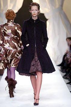 Moschino Fall 2004 Ready-to-Wear Fashion Show - Tiiu Kuik