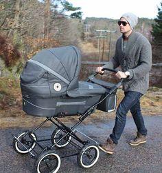 """Der Trille Hippa ist """"der Kleine"""" aus der Trille-Familie. """"Der Kleine"""" überzeugt mit seiner stattlichen Liegefläche von 85 cm x 40 cm x 23 cm. Damit ist dieser dänische Kinderwagen im Vergleich zu anderen, in Deutschland gängigen..."""