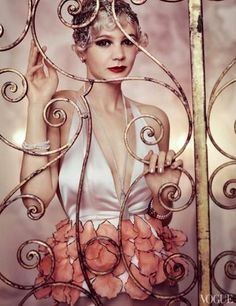 Carey Mulligan as Daisy from The Great Gatsby for Vogue. Dior Haute Couture top, sautoir from Stephen Russell, and bracelets from Gray & Davis, Ltf. Headpiece created by Julien d'Ys. Photographed by Mario Testino. The Great Gatsby, Great Gatsby Fashion, Carey Mulligan, Mario Testino, Scott Fitzgerald, Look Gatsby, Gatsby Style, Flapper Style, Gatsby Girl