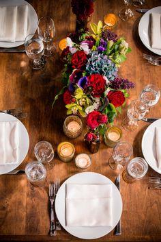 ► Una boda ecléctica de inspiración industrial. #arreglos #mesa #bodas