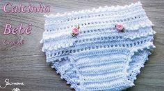 Poncho au Crochet - Culotte Bébé au Crochet - Crocheted Everything - Poncho Au Crochet, Crochet Bebe, Crochet Gloves, Crochet For Kids, Crochet Stitch, Flower Crochet, Crochet Baby Clothes, Crochet Baby Hats, Baby Blanket Crochet