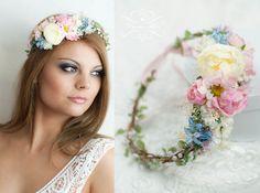 36 *- EINE BLÜTENPRACHT FÜR BRÄUTE UND FEEN: Blumen als Haaraccessoires -*   Haarkranz mit wunderschönen Rosen, Blätter und Schleierkraut. Hinten offen, wird mit einem langen Satinband...