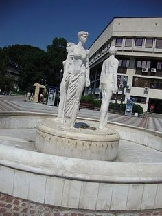 A statue in Vidin city center depicting the three sisters in the legend of the founding of Vidin. Three Sisters, Bulgaria, Statue Of Liberty, City, Places, Statue Of Liberty Facts, Statue Of Libery, Cities, Lugares