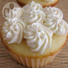Vanilla cupcakes with flour frosting. frosting al burro (alla vaniglia) Homemade Frosting, Icing Frosting, Icing Recipe, Frosting Recipes, Cupcake Recipes, Cupcake Cakes, Dessert Recipes, Desserts, White Frosting