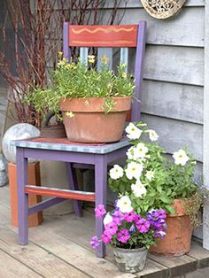 Reuse an old chair. Another example of Jill's and Tom's recycling: A coat of paint turns an old chair into a colorful perch for a flower container. Garden Chairs, Garden Pots, Garden Furniture, Garden Walls, Recycling Furniture, Garden Ideas, Garden Junk, Glass Garden, Chair Planter